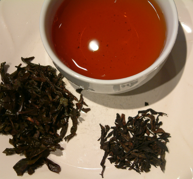 Picture of dry leaf, wet leaf and liquor of Big Red Robe Supreme Oolong tea.