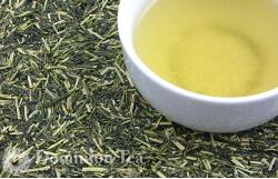 Photo of Kukicha leaf and infusion.